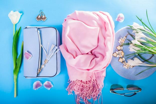 Primavera abiti femminili e accessori con fiori