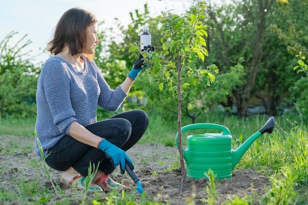 Lavoro primaverile in giardino