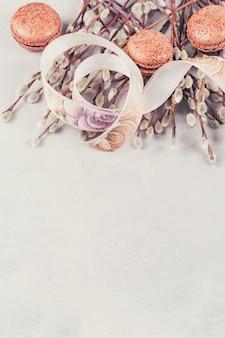 Superficie primaverile con un mazzo di ramoscelli di salice