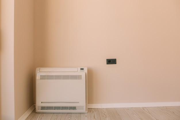 Condizionatore quadrato in appartamento al piano split sys