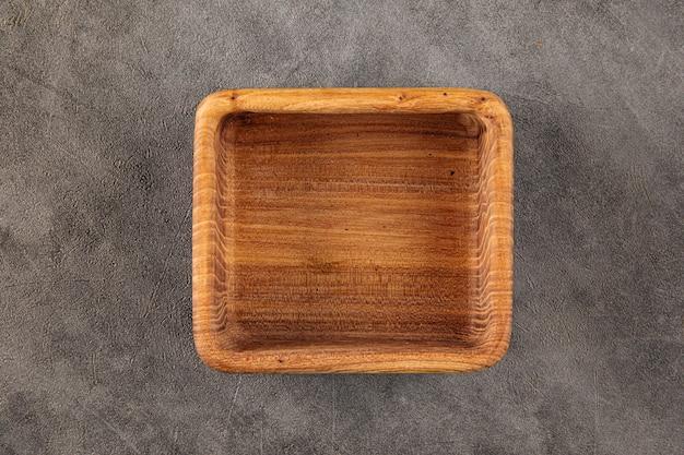 Ciotola quadrata in legno naturale vuota marrone