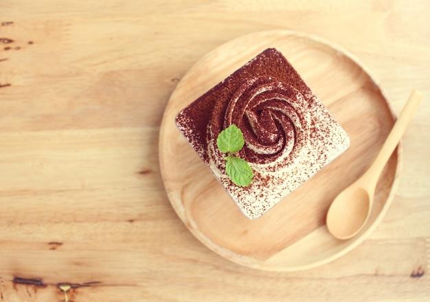 La tazza quadrata della torta di banoffee dalla vista superiore
