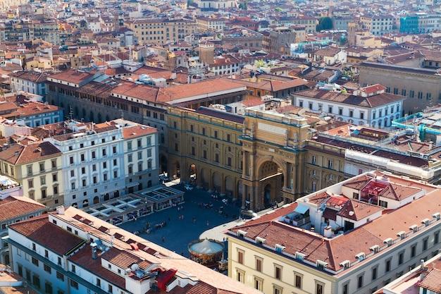 Piazza della repubblica nel centro storico dall'alto, firenze, italy