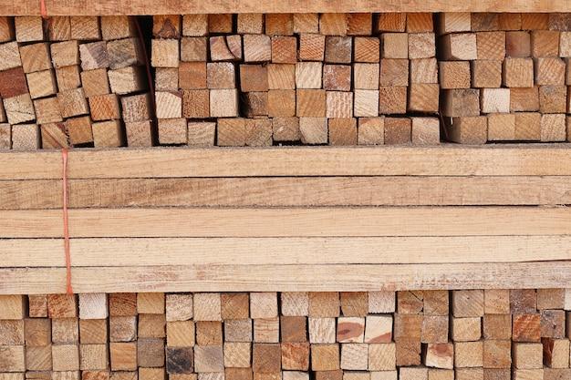 Bastoni quadrati di legno impilate 1