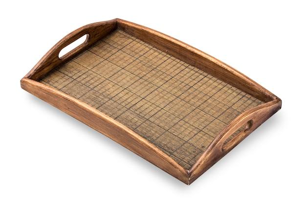 Vassoio quadrato in legno su sfondo bianco.con tracciato di ritaglio