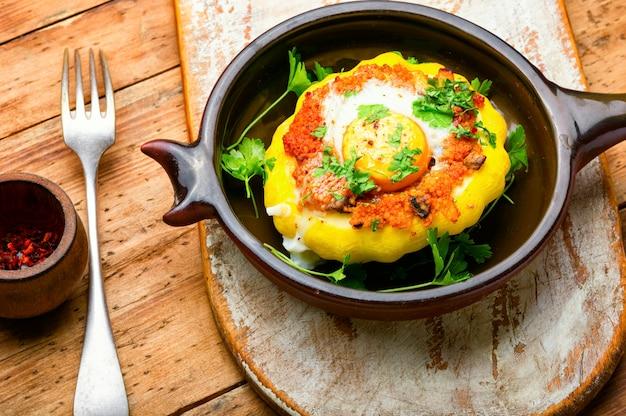 Zucca farcita con cous cous e funghi. patisson al forno con shakshuka.patty pan squash
