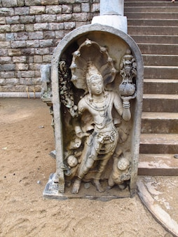 Tempio di sri maha boodhi, anuradhapura, sri lanka