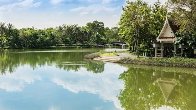 Sri nakhon khuean khan park and botanical garden è un parco pubblico e dichiarato essere i polmoni di bangkok nel sottodistretto di bang kachao, samut prakan, thailandia