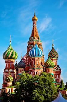 Cattedrale di san basilio sulla piazza rossa a mosca, russia