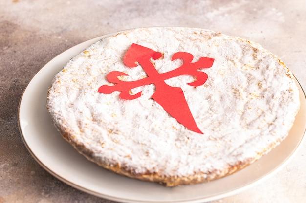 Torta di san giacomo) famosa torta di mandorle spagnola tipica della galizia.
