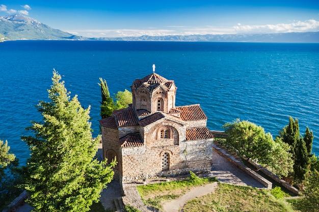 Chiesa di san giovanni nel paesaggio di ocrida