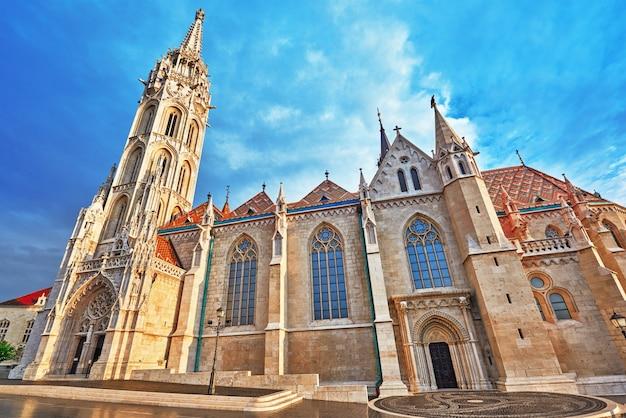 Chiesa di san mattia a budapest. uno dei principali templi in ungheria.