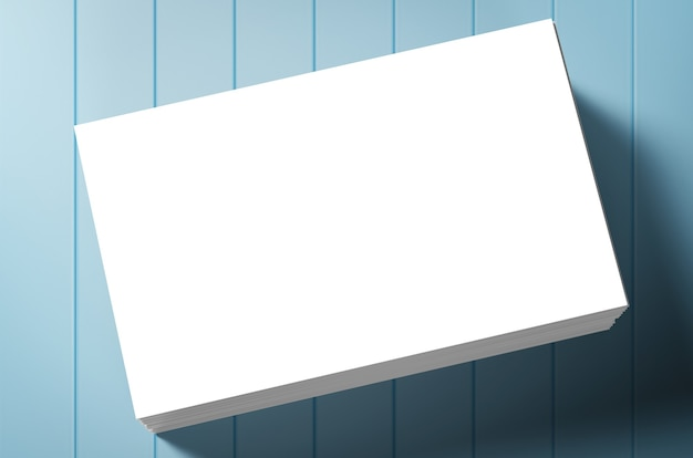 Pila di biglietti da visita in bianco su sfondo blu