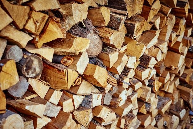 Catasta di legna da ardere tagliata