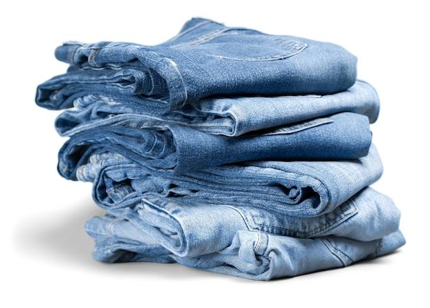 Pila di jeans in denim sullo sfondo