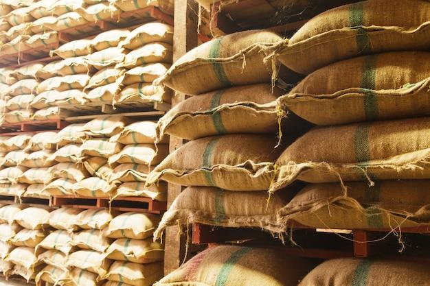 Impili i sacchi di canapa di riso