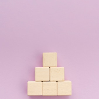 Pila di blocchi di legno