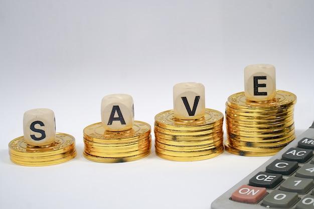 Monete impilate concetto di risparmio di denaro.