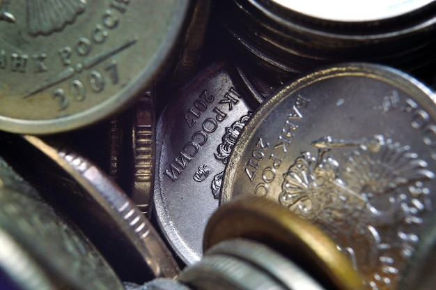 Pile di rubli russi monete sparate da vicino. macro.