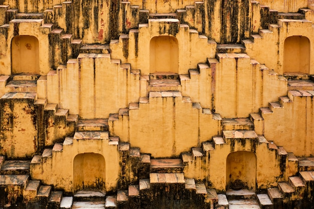 Scale di panna meena ka kund stepwell a jaipur, rajasthan, india