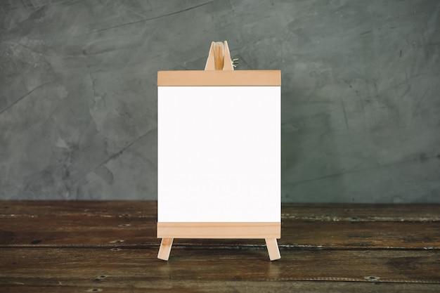 Stand mock up menu frame card sfondo sfocato. progettare layout visivo chiave