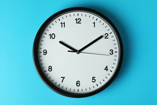 Orologio da ufficio standard nero su blu