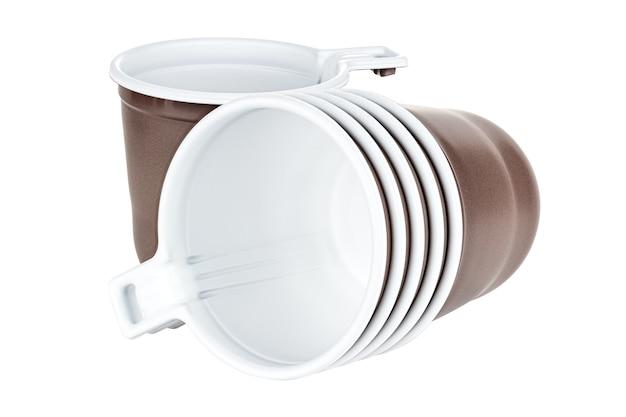 In piedi uno e sdraiato cinque in set tazze di plastica bianca usa e getta inutilizzate con trama satinata marrone all'esterno isolato su sfondo bianco