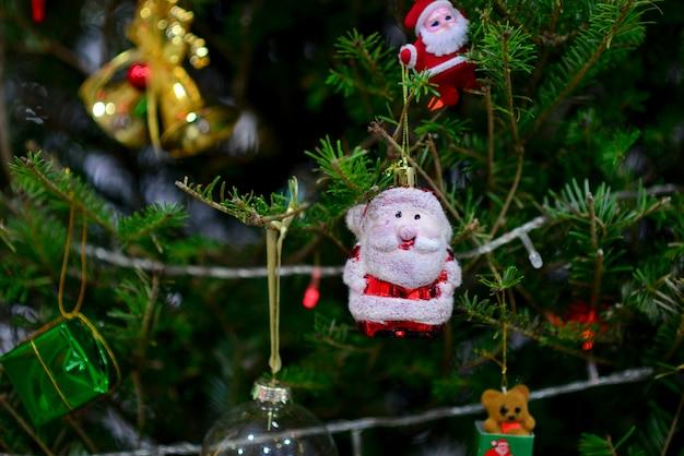 Stelle, palle, cervi, scatole regalo, campane, pupazzi di neve, natale, palle d'oro, palle d'argento, festival