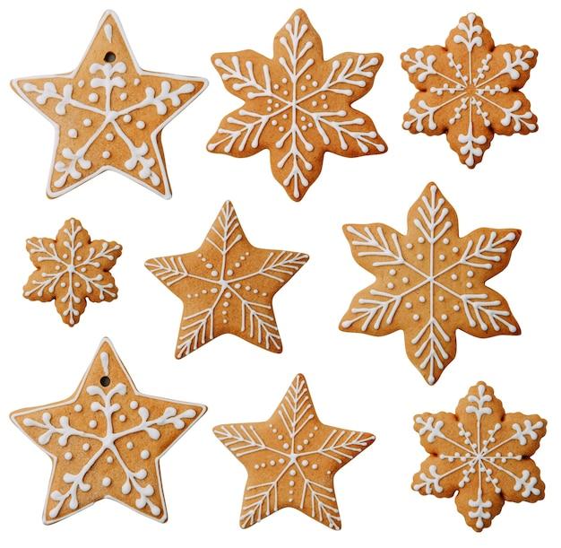Biscotti a forma di stella con un motivo isolato set di fiocchi di neve di biscotti allo zenzero su sfondo bianco