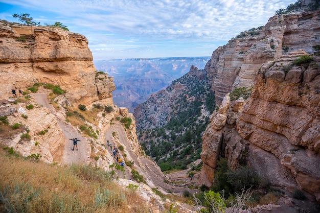 L'inizio a zig-zag del trekking south kaibab trailhead. grand canyon, arizona