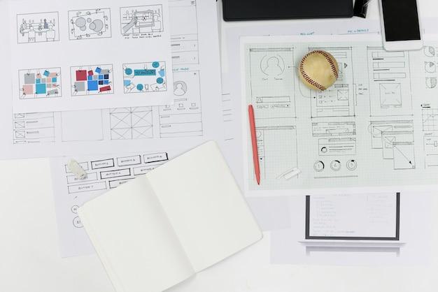 Layout di progettazione del contenuto del sito web aziendale di avvio su carta