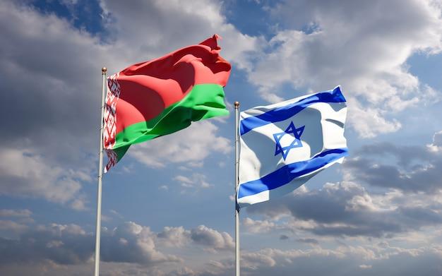 Bandiere di stato di israele e bielorussia insieme sullo sfondo del cielo