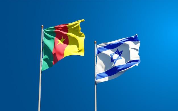Bandiere di stato di israele e camerun insieme sullo sfondo del cielo