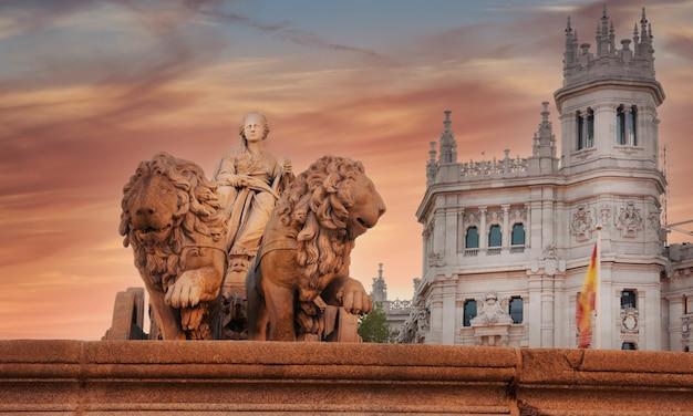 Statua di cibeles a madrid, spagna - piazza cibeles.