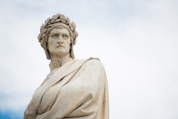 Statua di dante alighieri a firenze, italia