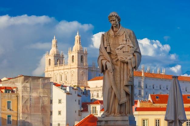 Statua di san vincenzo, il santo patrono di lisbona