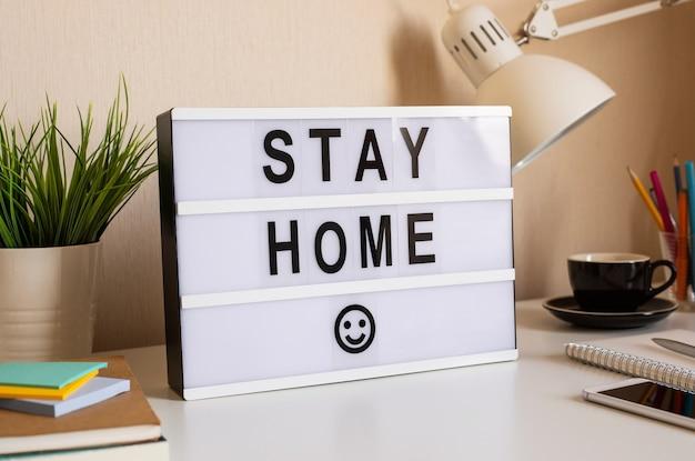 Restare a casa, lavorare da casa, concetti di allontanamento sociale