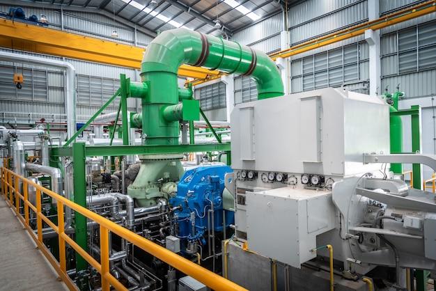 Attrezzatura a vapore nella centrale elettrica