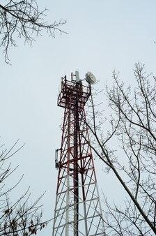 Telaio in acciaio con antenne per comunicazione cellulare