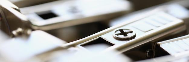 Parte in acciaio della ferramenta metallica per la chiusura automatica della porta parte funzionale della struttura per