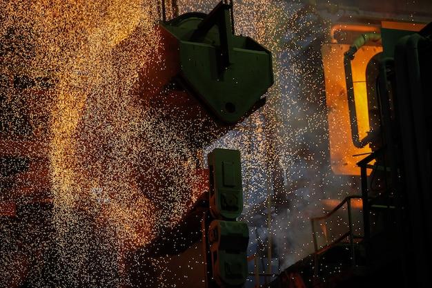 Produzione di acciaio in forni elettrici.