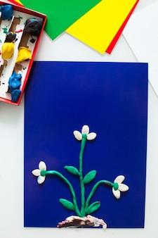 Istruzioni dettagliate per l'artigianato per bambini fatto di plastilina Foto Premium