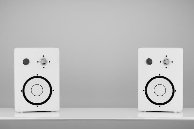 Altoparlanti stereo di colore bianco su sfondo chiaro. spazio per il tuo design tra le colonne. rendering 3d.