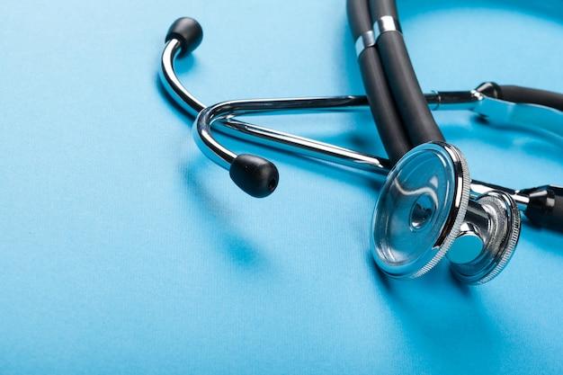 Stetoscopio sul blu