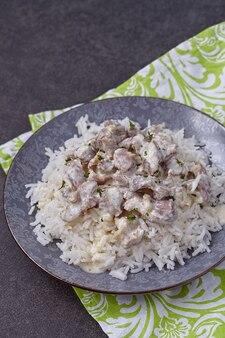 Ventrigli di pollo in umido in salsa di panna acida con riso