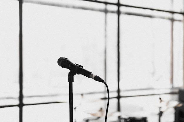 Fermo immagine dall'album di debutto degli acres lonely world. dai un'occhiata su acresofficial.com