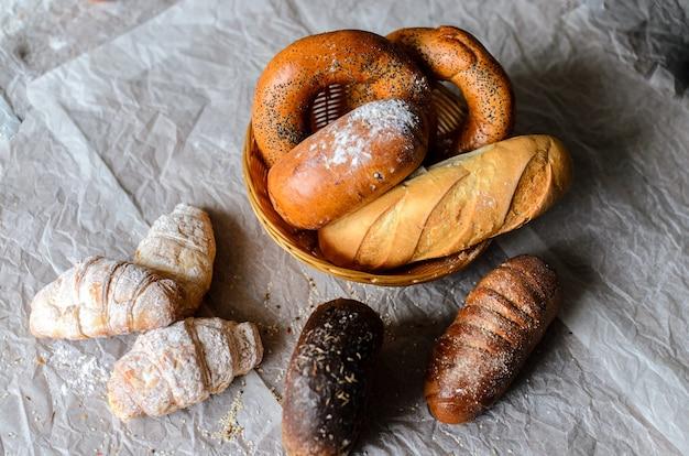 Natura morta di prodotti di pane.