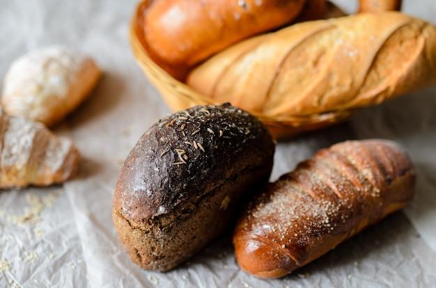 Natura morta di prodotti del pane.