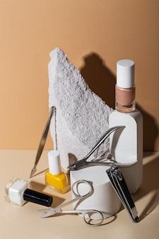 Composizione di natura morta di prodotti per la cura delle unghie