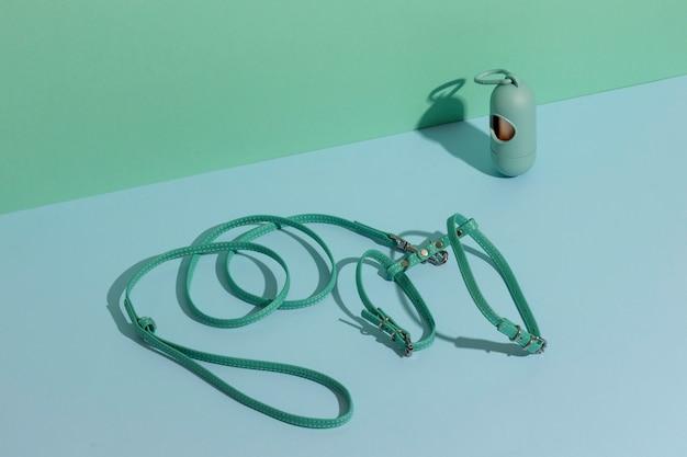 Disposizione degli accessori dell'animale domestico di natura morta